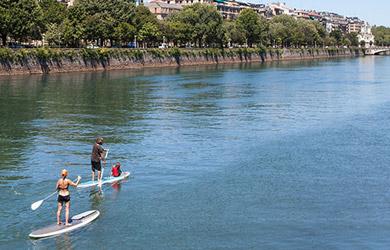 Alquiler de 1h de stand up paddle o una canoa canadiense en el Ur