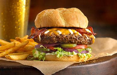 Hamburguesa BLT, la clásica con bacon, queso, tomate, lechuga… pa