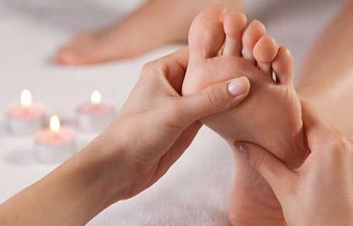 Reflexoligía podal de 60 min con masaje relajante de pies, peelin