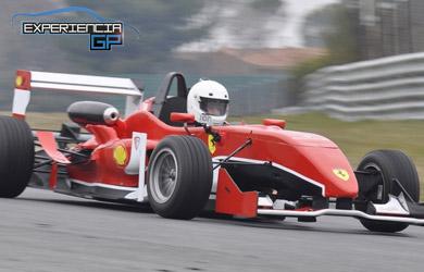 Conduciendo Fórmula 3 con 220cv y cambio secuencial