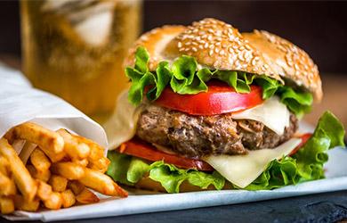 Hamburguesa Gourmet, patatas fritas y bebida
