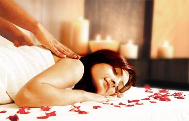 Masaje sensitivo de cuerpo entero con aceites aromáticos de 45min