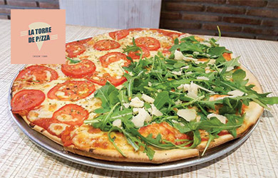 Pizza y bebida para llevar