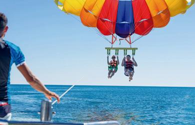 """Vuelo con el paracaídas sobre el mar """"Parasailing"""" para 1 o 2 per"""