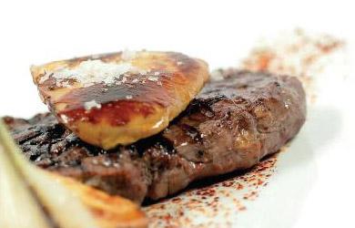 Excelente menú con Croquetitas, Langostinos, Merluza, Entrecot, P