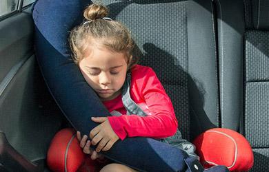 Almohada de viaje hinchable con sujeción para los asientos