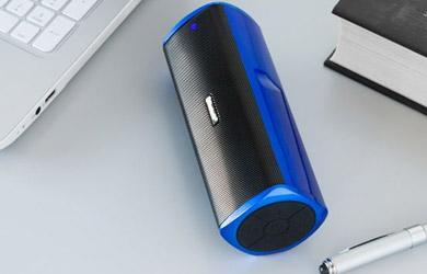 Altavoz bluetooth cuboq power bank de color negro y azul