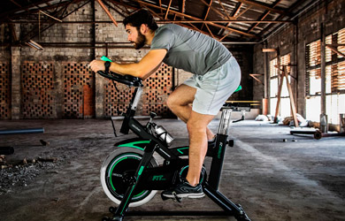 Bicicleta de spinning profesional para un entrenamiento avanzado