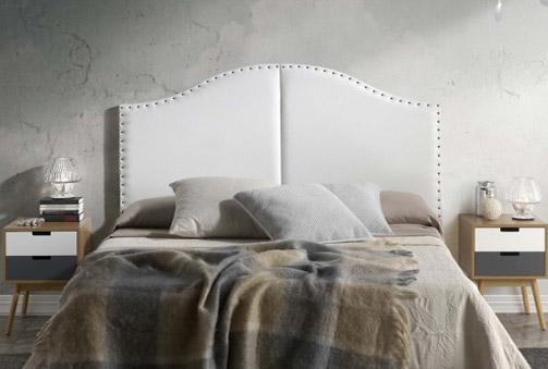 Cabecero tapizado en polipiel modelo romántico