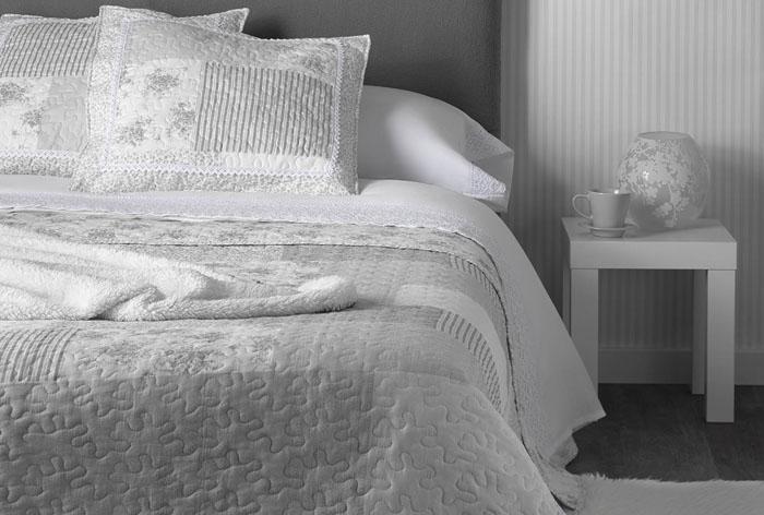 Colcha  Algodón estampado con diseño patchwork en tonos grises, v
