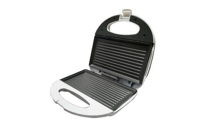 Sandwichera grill con placas de parrilla