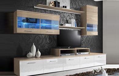 Composición de salón en tono roble con frentes en blanco brillo